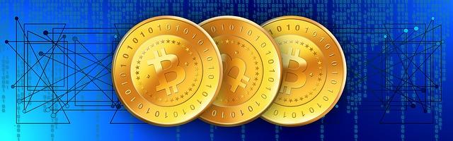 tři bitcoiny